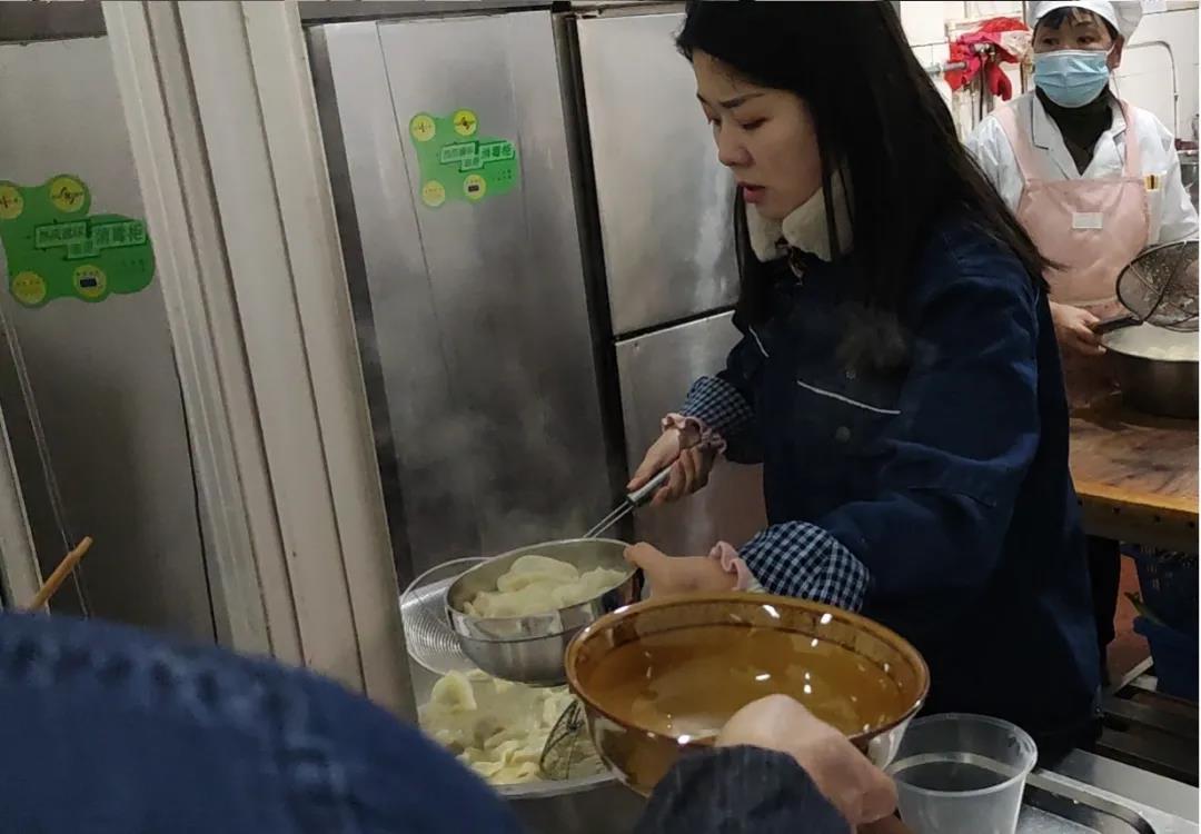 大西沟矿业公司:暖心节日餐,满满冬日情