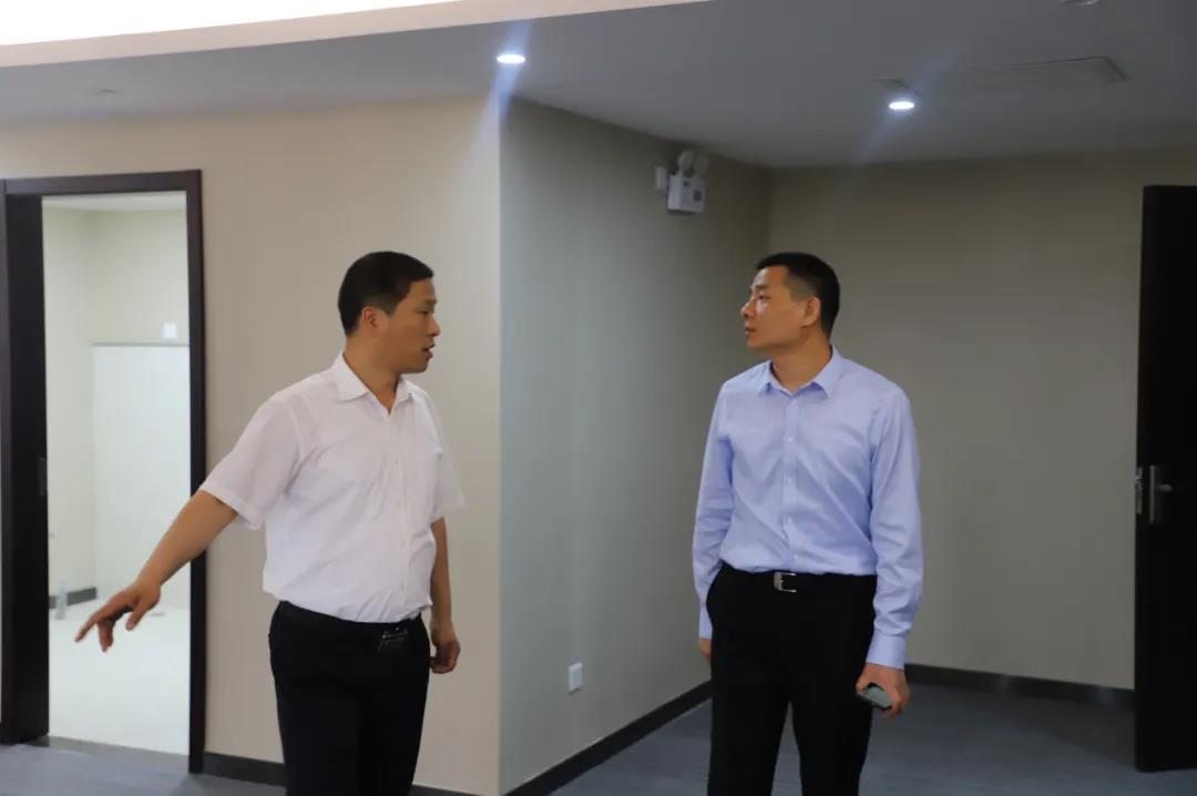 杨召朋深入禹龙国际酒店工程改造施工现场检查指导工作